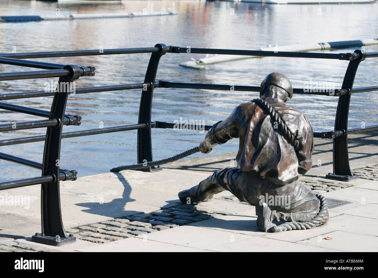 Sculpture of sailor pulling rope on River Liffey, Dublin, Ireland. - Stock Image