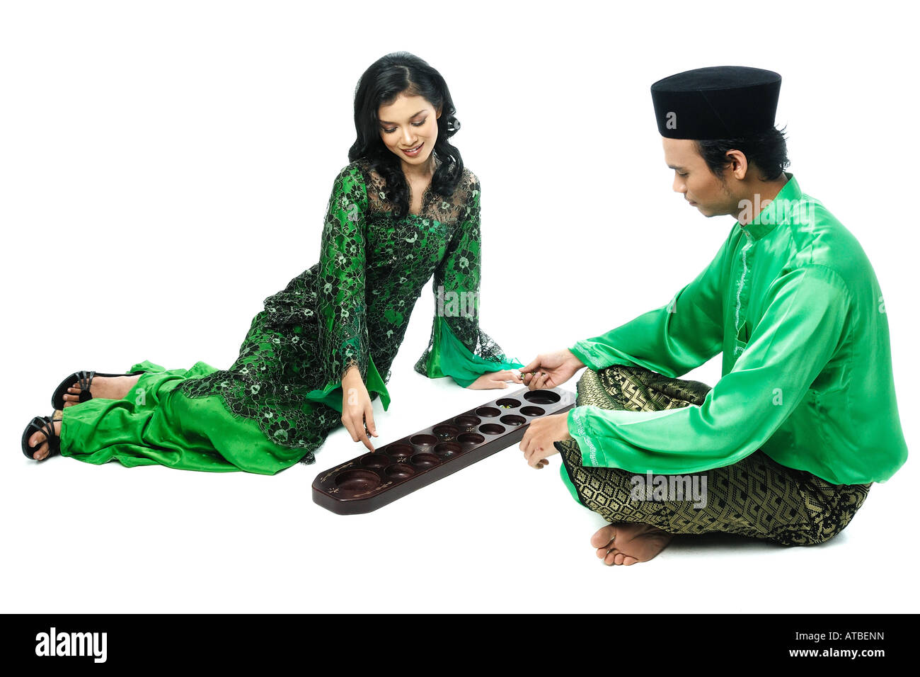 Malaysian Couple Play Congkak Stock Photo: 16265120 - Alamy