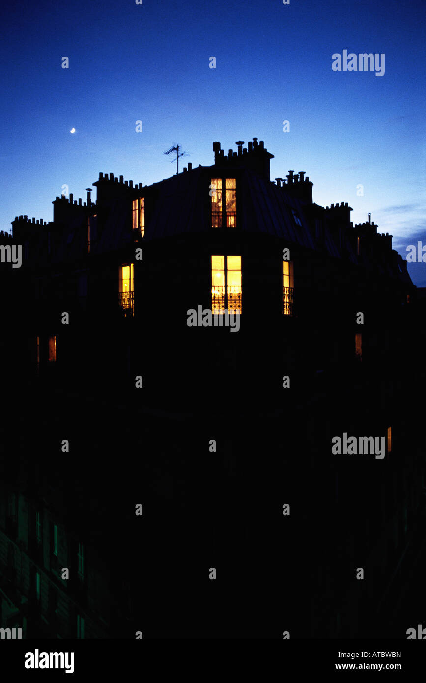Apartment building at night, silhouette - Stock Image