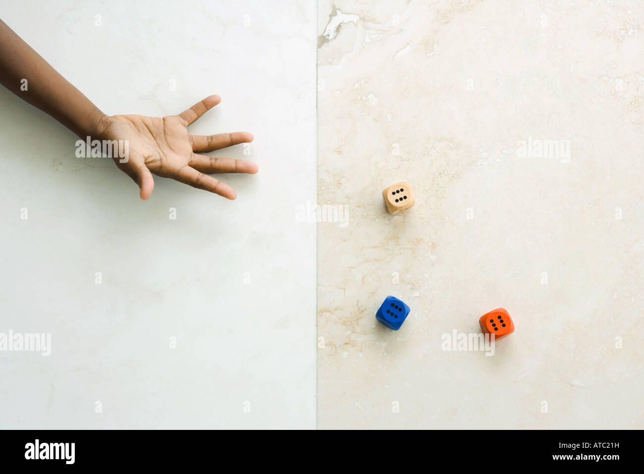 Child throwing dice, cropped view of hand - Stock Image