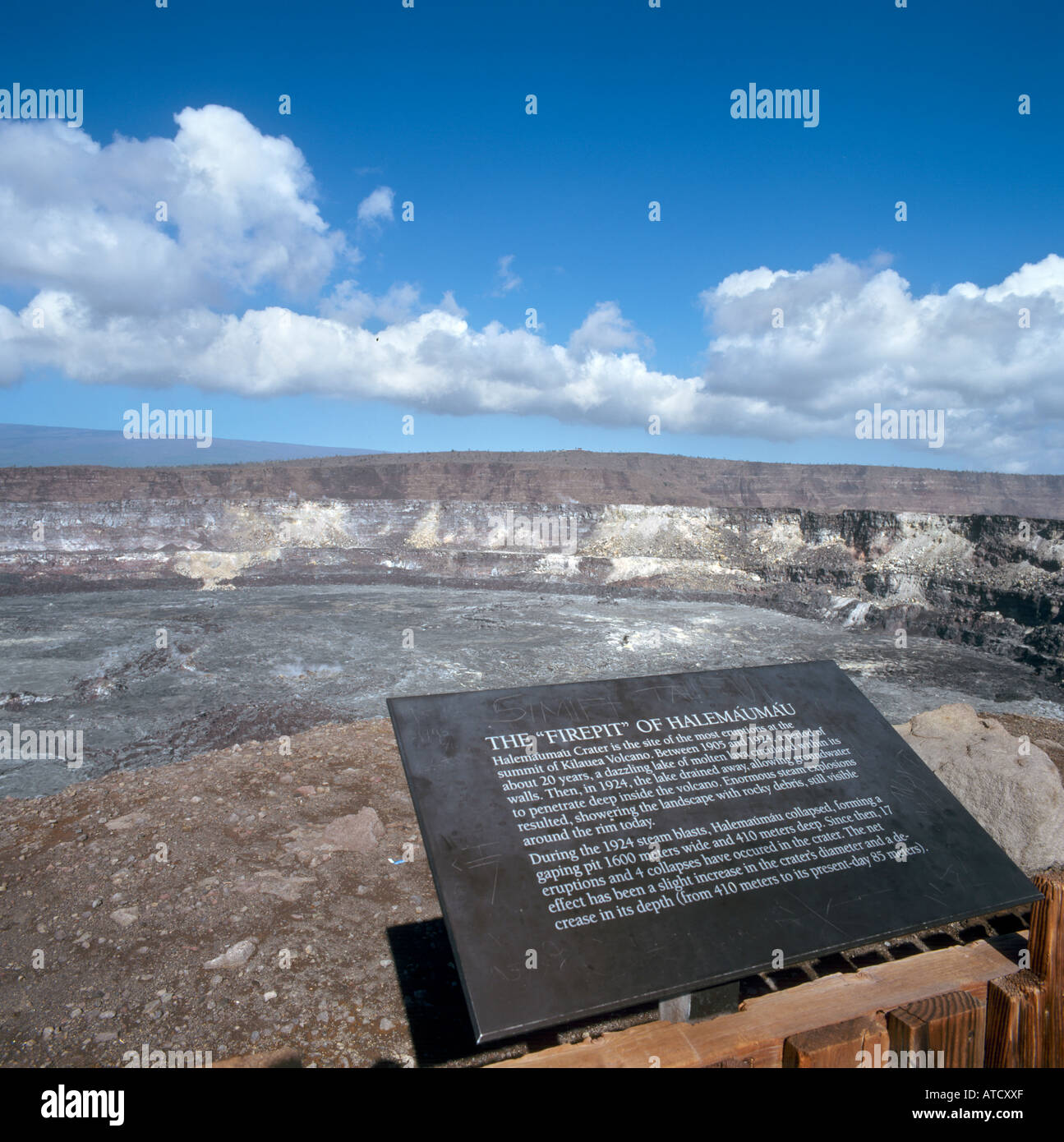 The Firepit, Halemaumau Crater, Volcanoes National Park, Big Island, Hawaii, USA - Stock Image