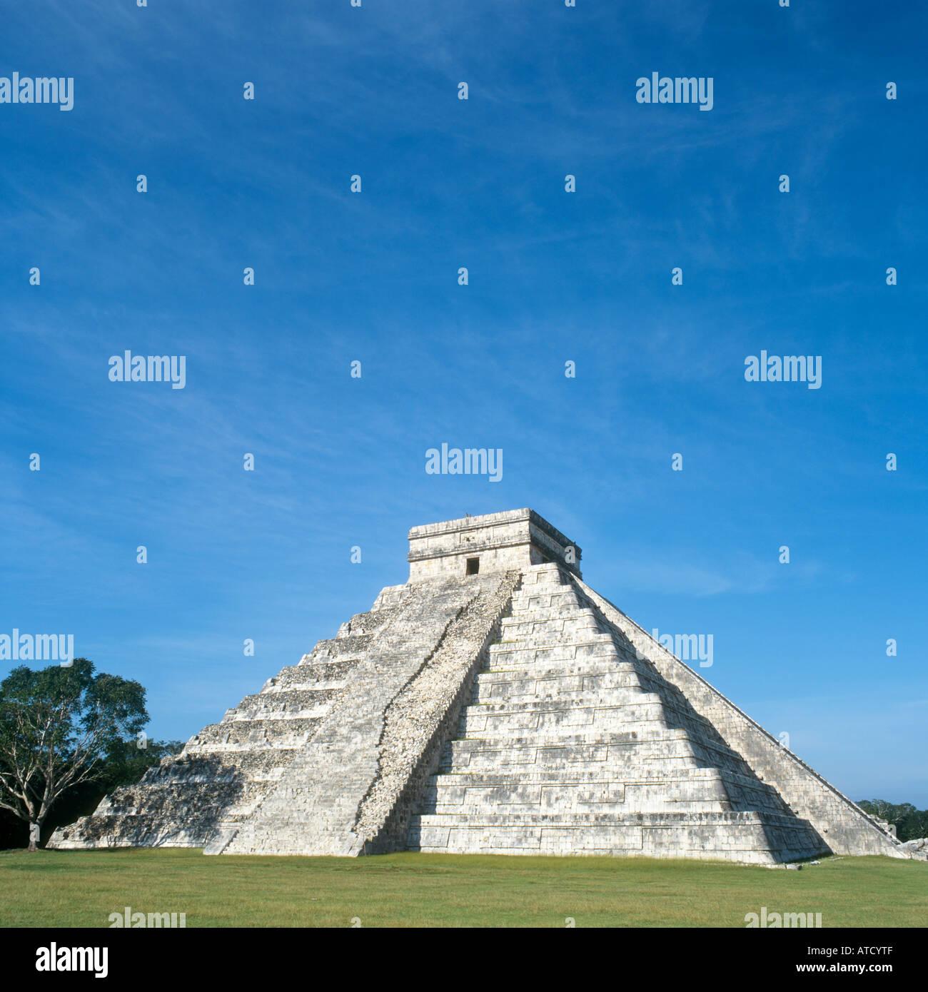 El Castillo or Pyramid of Kukulcan, Mayan Ruins of Chichen Itza, Yucatan Peninsula, Mexico - Stock Image