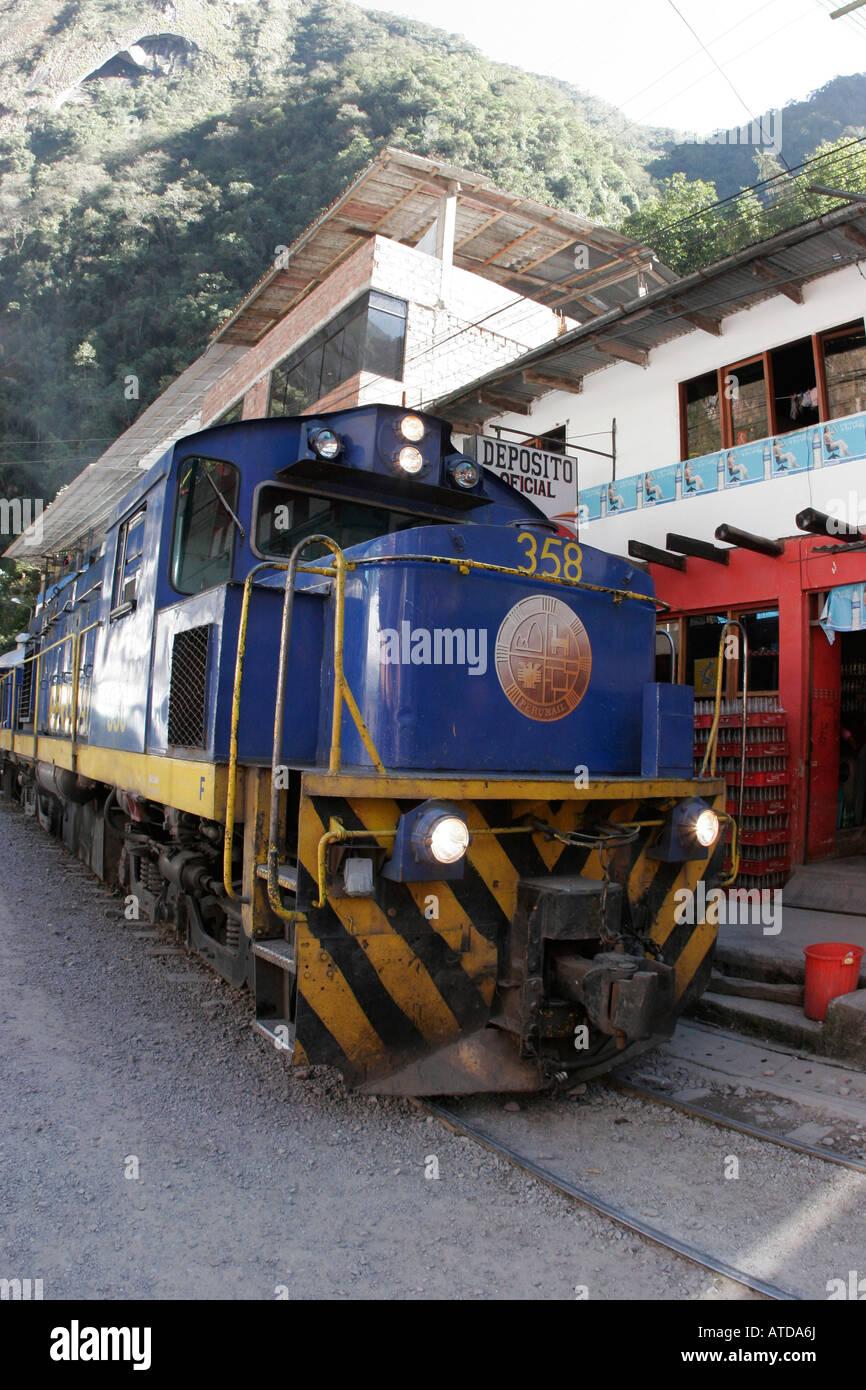 Passenger train arriving at Machu Picchu Pueblo station, Aguas Calientes, Peru - Stock Image