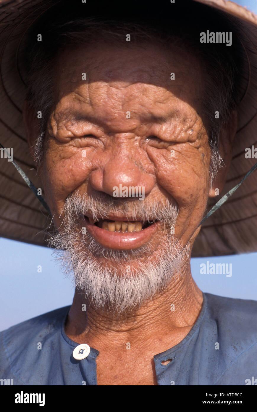 Portrait of an elderly Vietnamese man in traditional hat Hoi An Vietnam - Stock Image