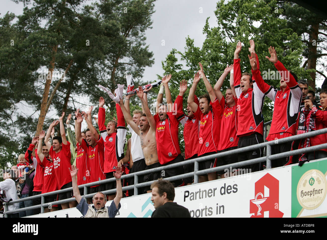 Cheering, SSV Reutlingen after the ascent into the regional-league - Stock Image