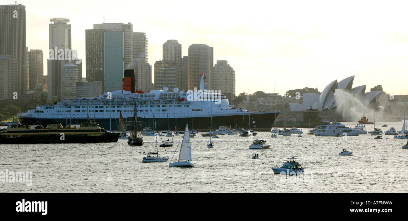 QE2 in Sydney for her last voyage - Stock Image