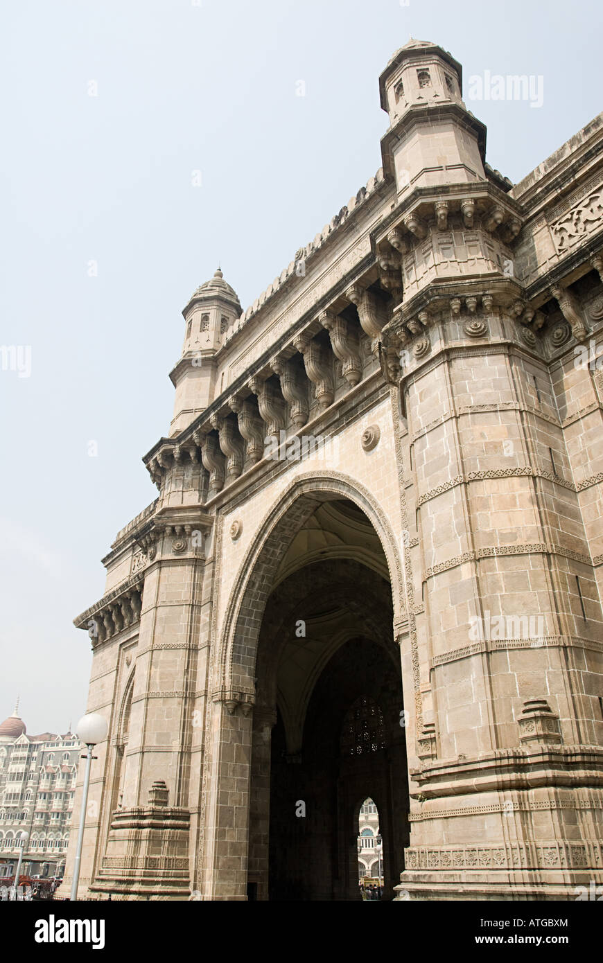 Colonial archway in mumbai - Stock Image