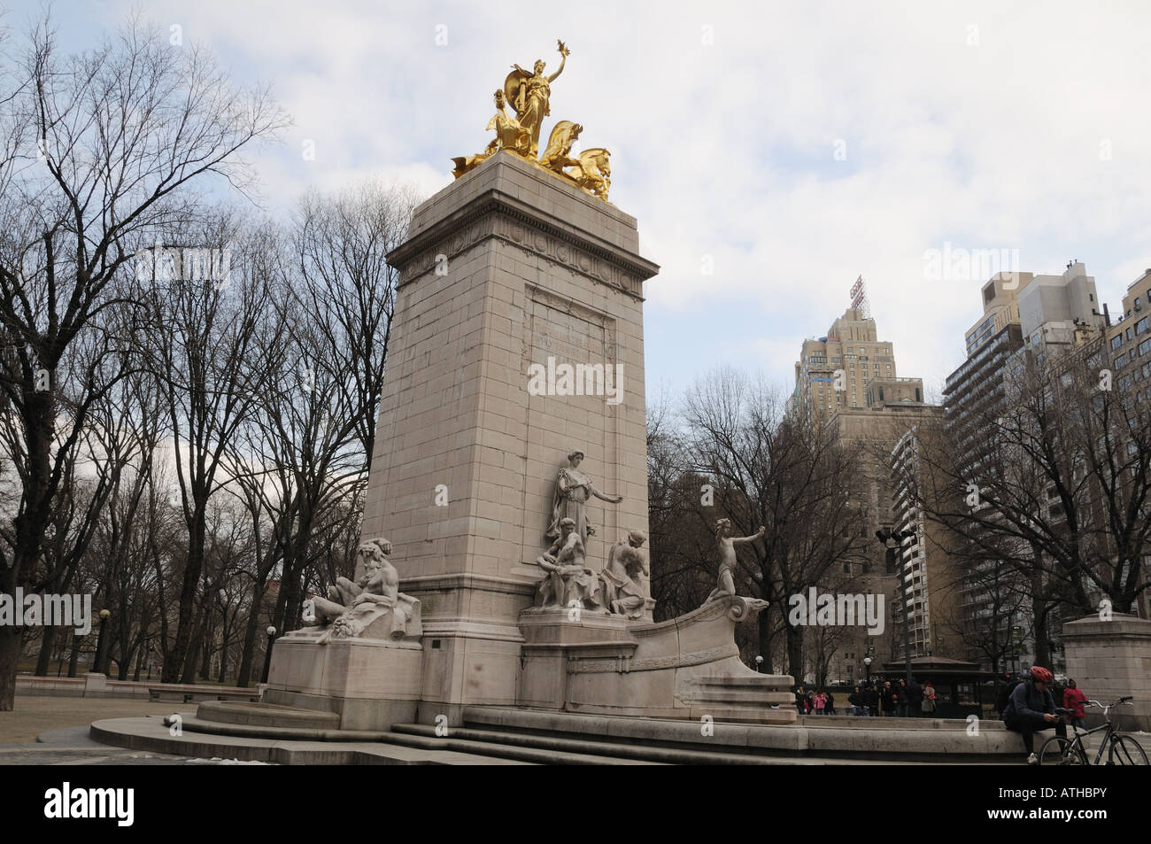 On the southwest corner of Manhattan's Central Park, a monument recalls the battleship USS Maine that sank in - Stock Image