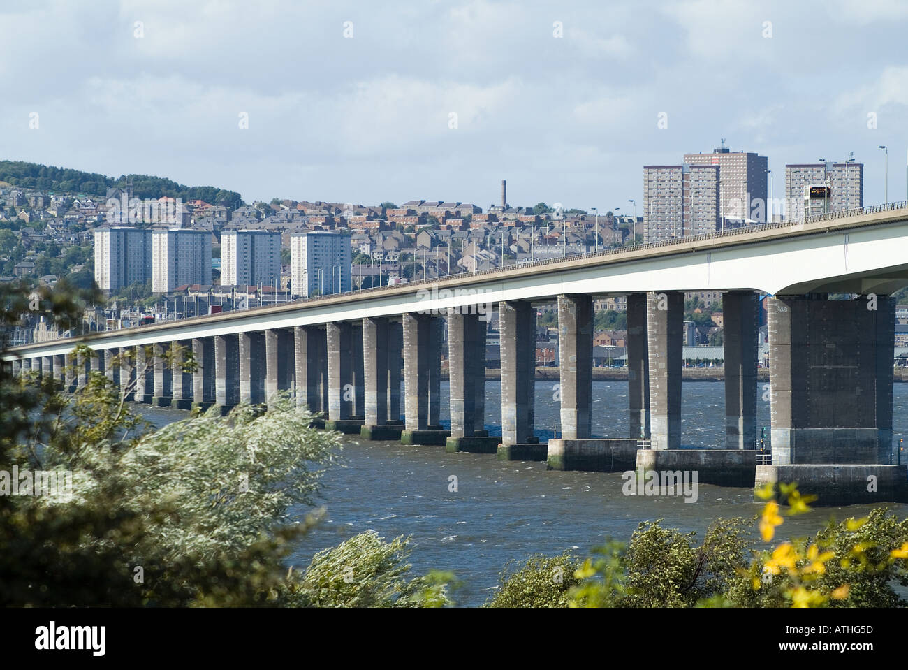 dh Tay Road Bridge DUNDEE ANGUS Bridge crossing the River Tay with city scotland - Stock Image