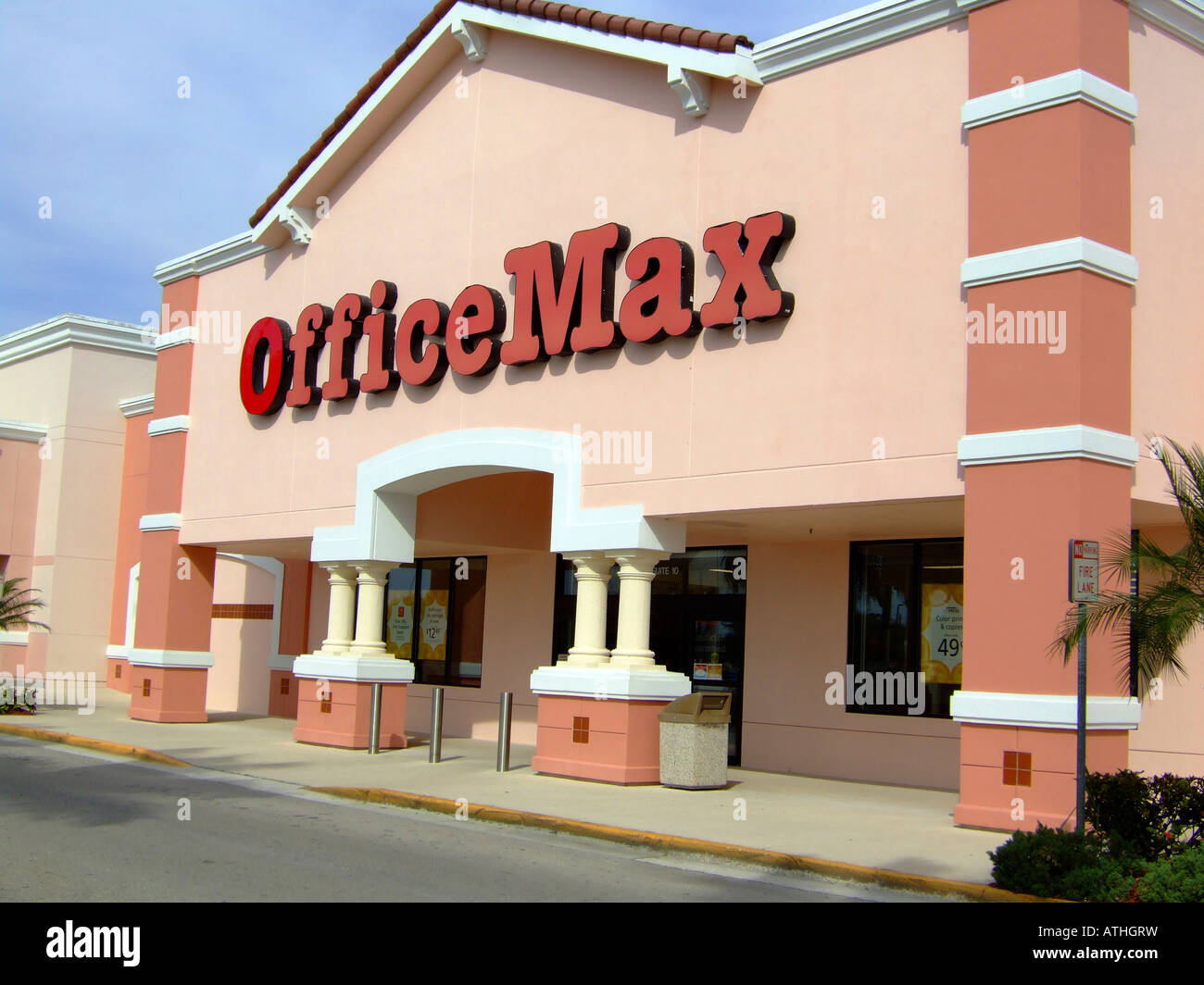 Office Max Store Front In A Shopping Mall Stock Photo 16322268 Alamy