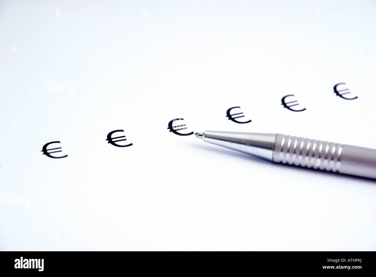 EURO € sign with pencil on white paper Eurozeichen auf weissem Papier mit Kugelschreiber - Stock Image