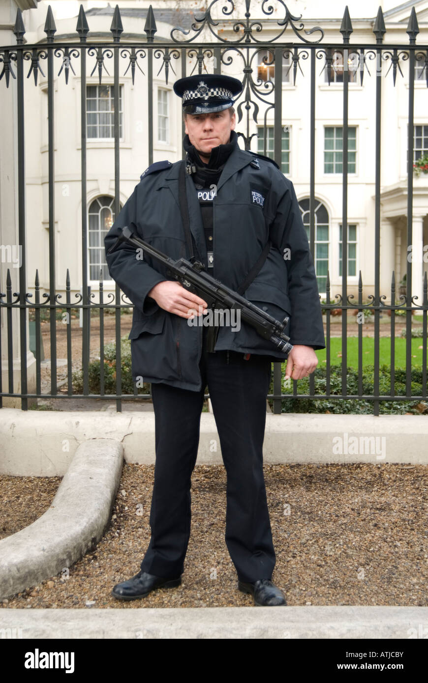 Armed policeman holding a Heckler and Koch submachine gun, London England UK - Stock Image