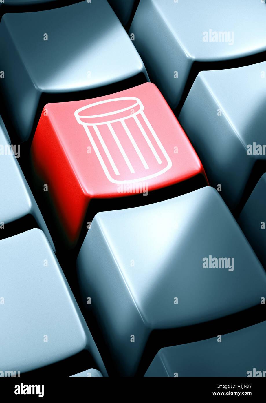 recycle bin on a key Papierkorb auf einer Taste - Stock Image