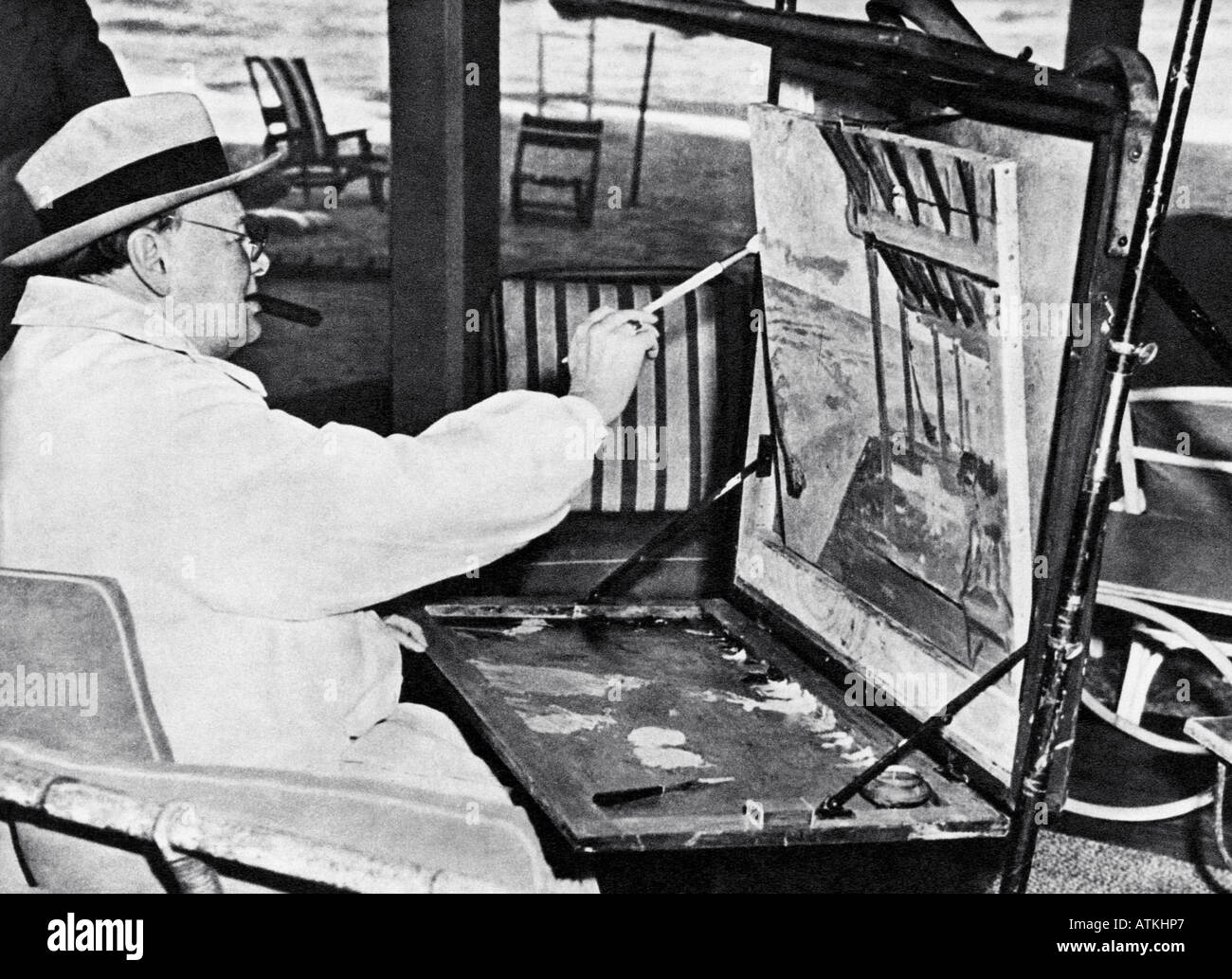 WINSTON CHURCHILL enjoying his painting hobby at the Miami Surf Club in the US in February 1946 - Stock Image