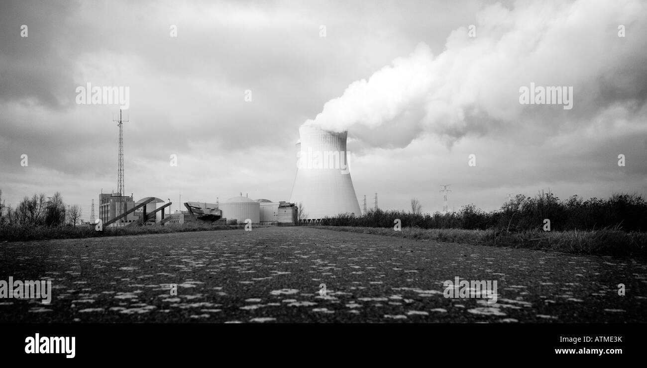 Nuclear power plant of Doel, harbor of Antwerp - Stock Image