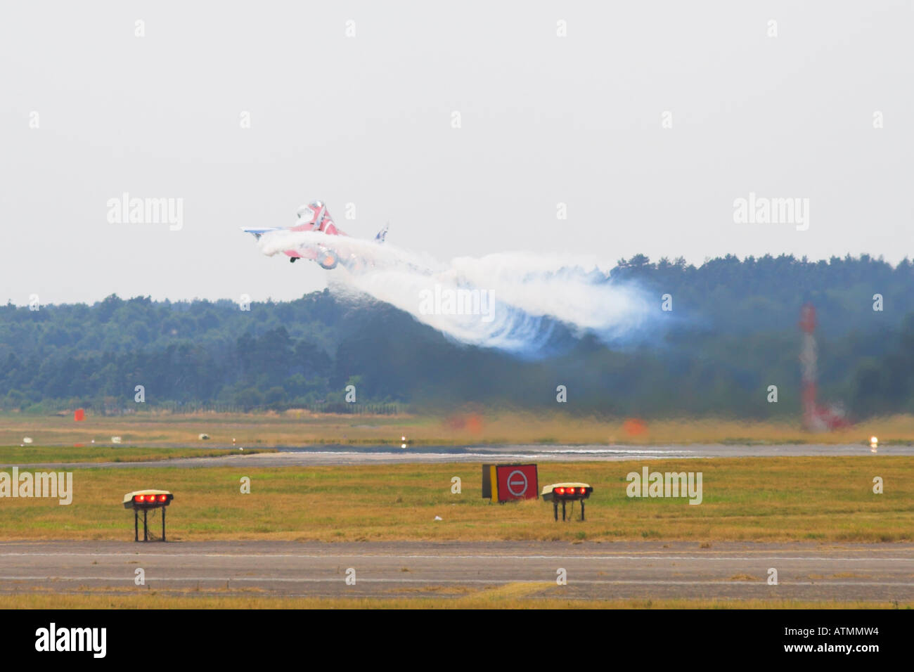 MIG 29 OVT taking off on reheat trailing white smoke vortices - Stock Image