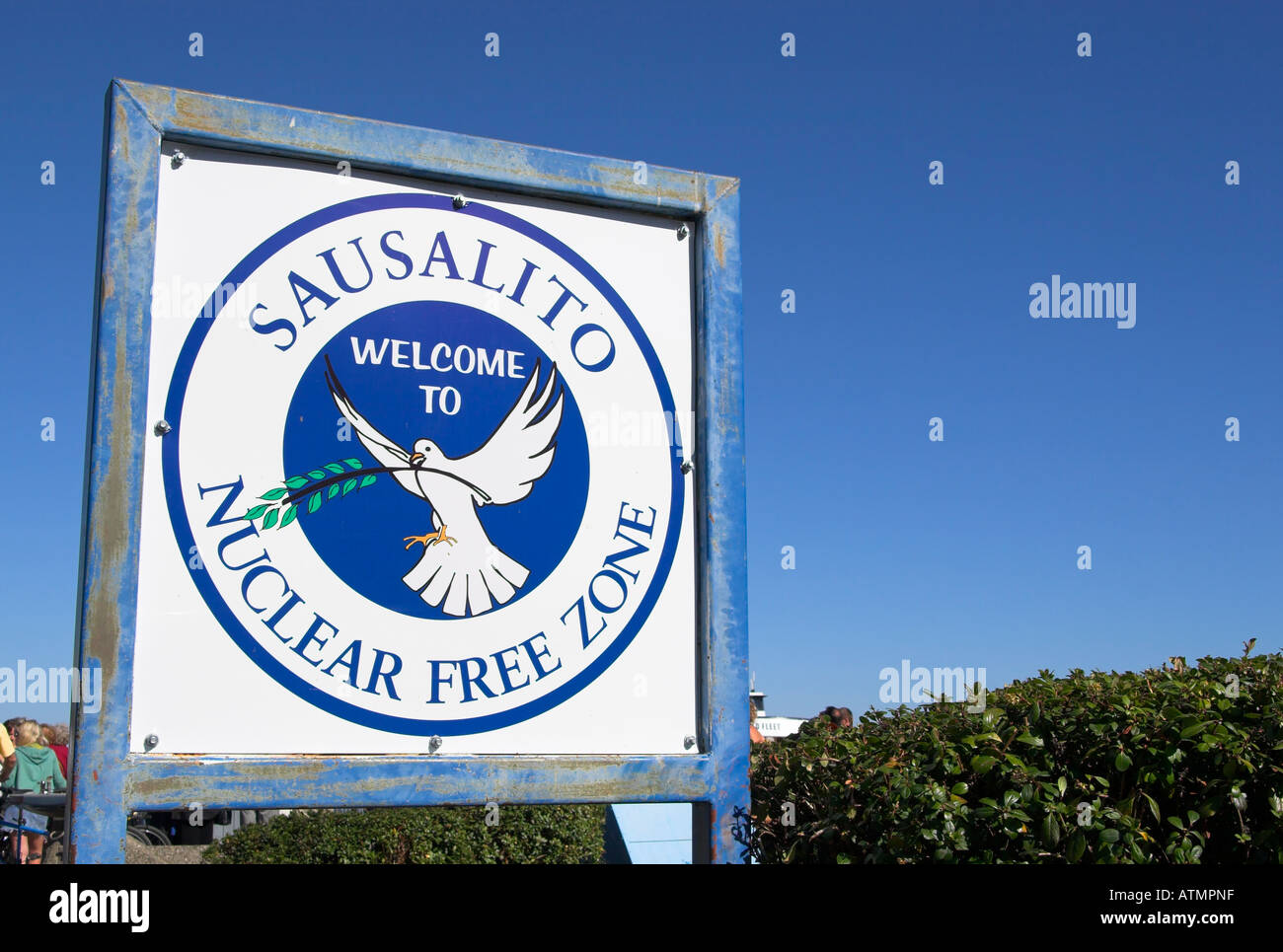 Nuclear Free Zone welcome sign in Sausalito, California, USA (Sept 2006) - Stock Image