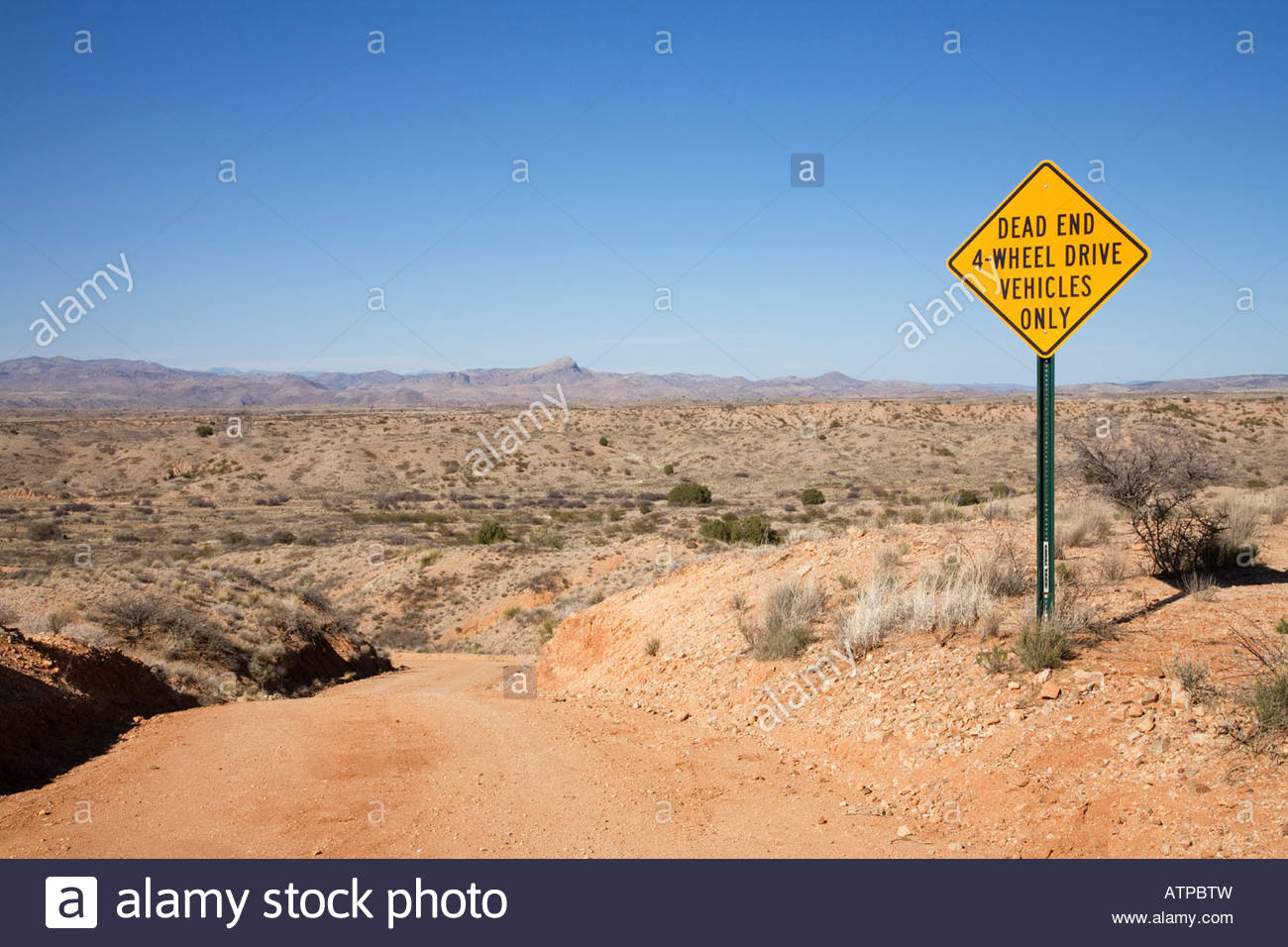 Highway Sign Dead End 4 Wheel Drive Only - Stock Image