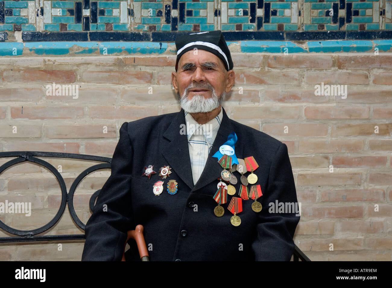 World War II Veteran in the Shahr-I-Zindah (Shahi Sinda) necropolis Samarkand Uzbekistan Stock Photo