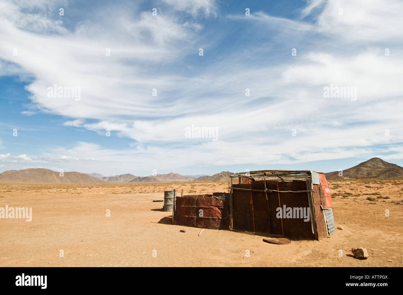 Ai Ais Richtersveld Transfrontier National Park at dried out river bed with Nama sheepherder hut - Stock Image