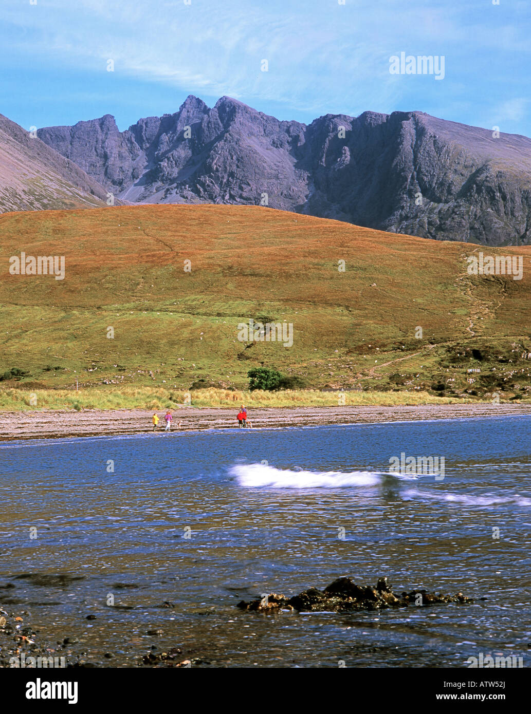 FISKAVAIG BAY AND THE MINGINISH HILLS CUILLINS SKYE Stock Photo