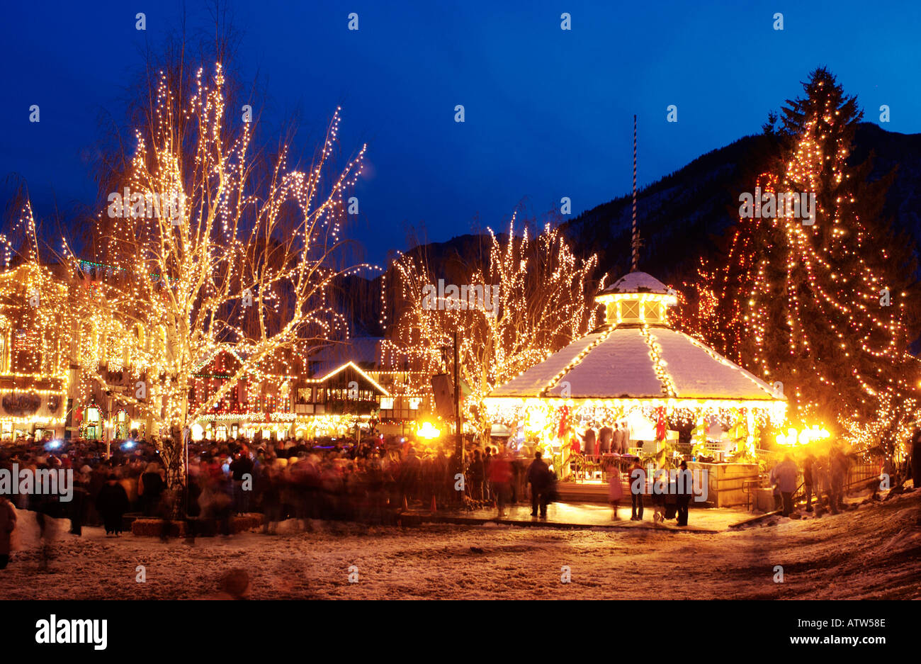 Leavenworth Washington Christmas 2019.Leavenworth Washington Christmas Lights At Night Stock Photo