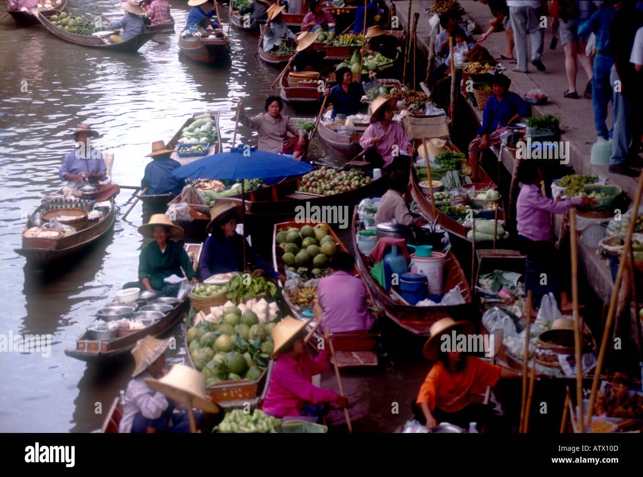 Floating market Damoen Saduak Thailand PH Dan White - Stock Image