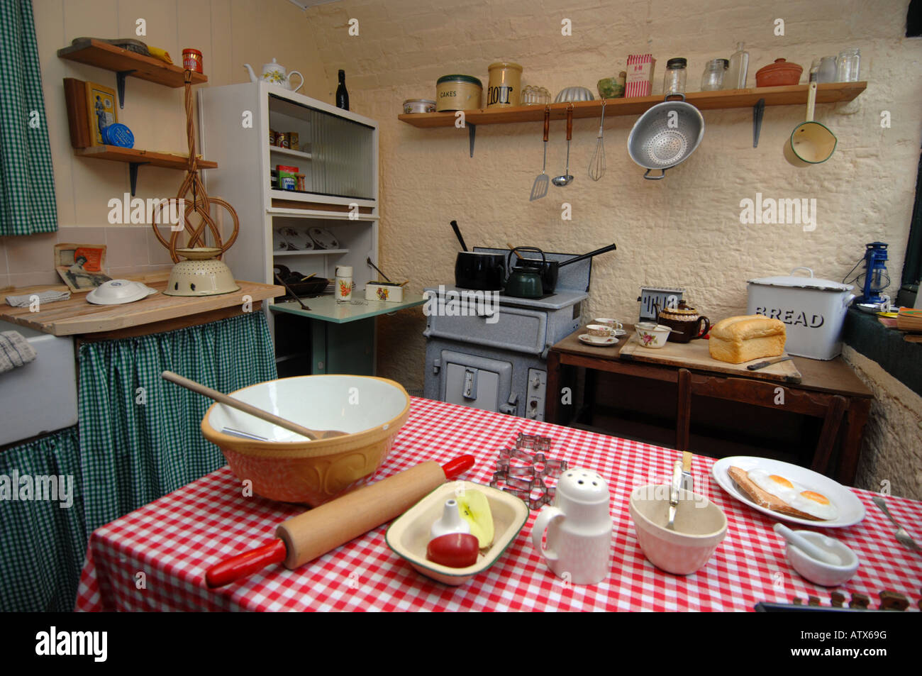 1940s Kitchen Stock Photos & 1940s Kitchen Stock Images - Alamy on red white and blue kitchen ideas, small shabby chic kitchen ideas, small cottage kitchen ideas, cabinet small kitchen remodel ideas, 1940s kitchen remodel ideas, vintage kitchen ideas, painted kitchen cabinet ideas,