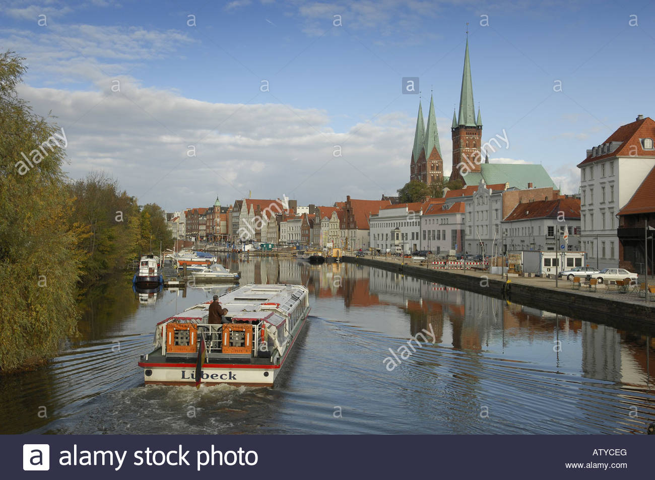 Boats in the canal with buildings in the background, Tyskland, Germany - Stock Image