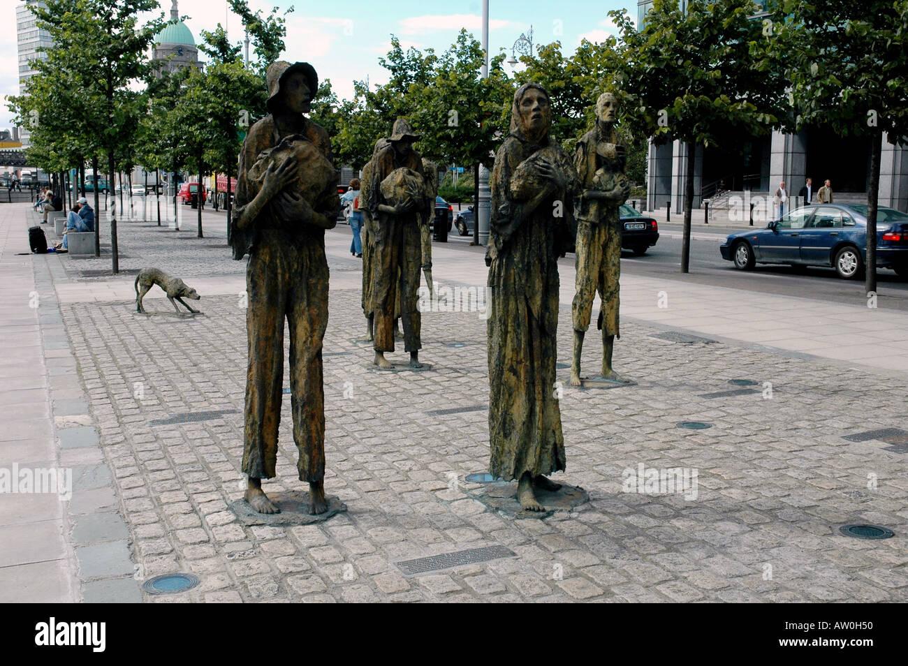 Bronze Memorial to the eighteen forties Great Famine - Stock Image