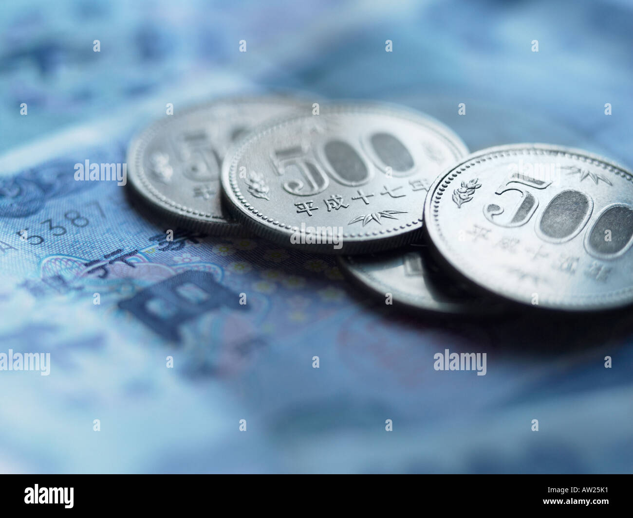 Yen coins and banknotes - Stock Image