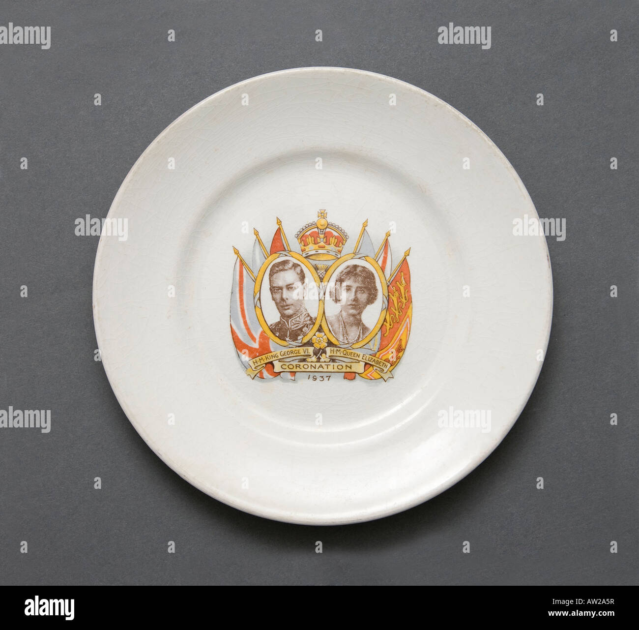 plate commemorating the royal coronation of King George VI and Queen Elizabeth in 1937 Stock Photo