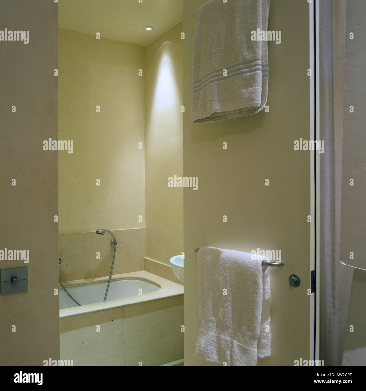 Bath Surround Stock Photos & Bath Surround Stock Images - Alamy