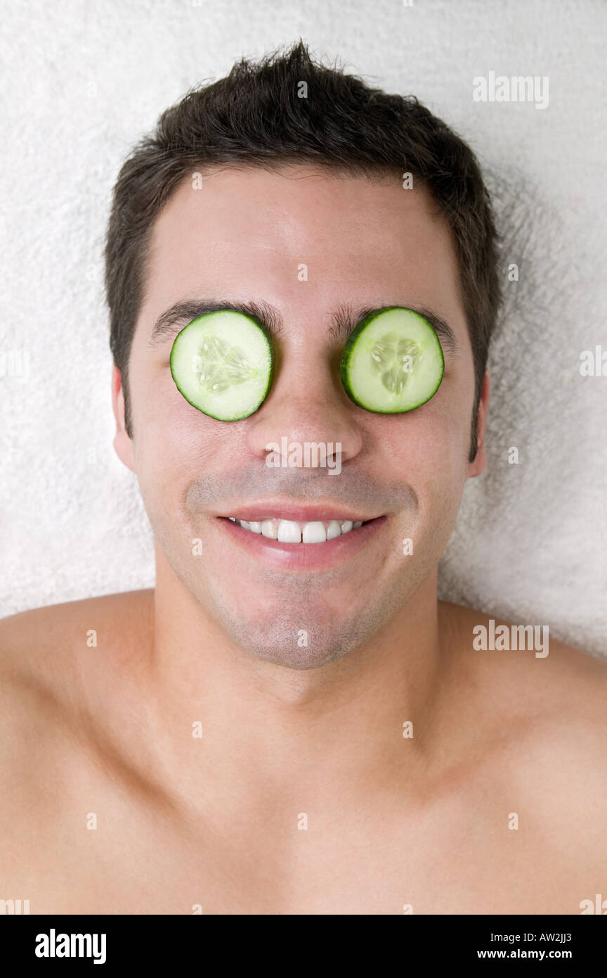 https://c8.alamy.com/comp/AW2JJ3/man-with-cucumber-slices-on-his-eyes-AW2JJ3.jpg