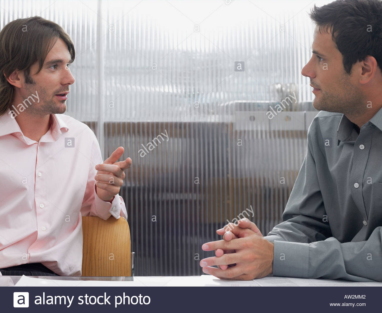 Office workers talking - Stock Image