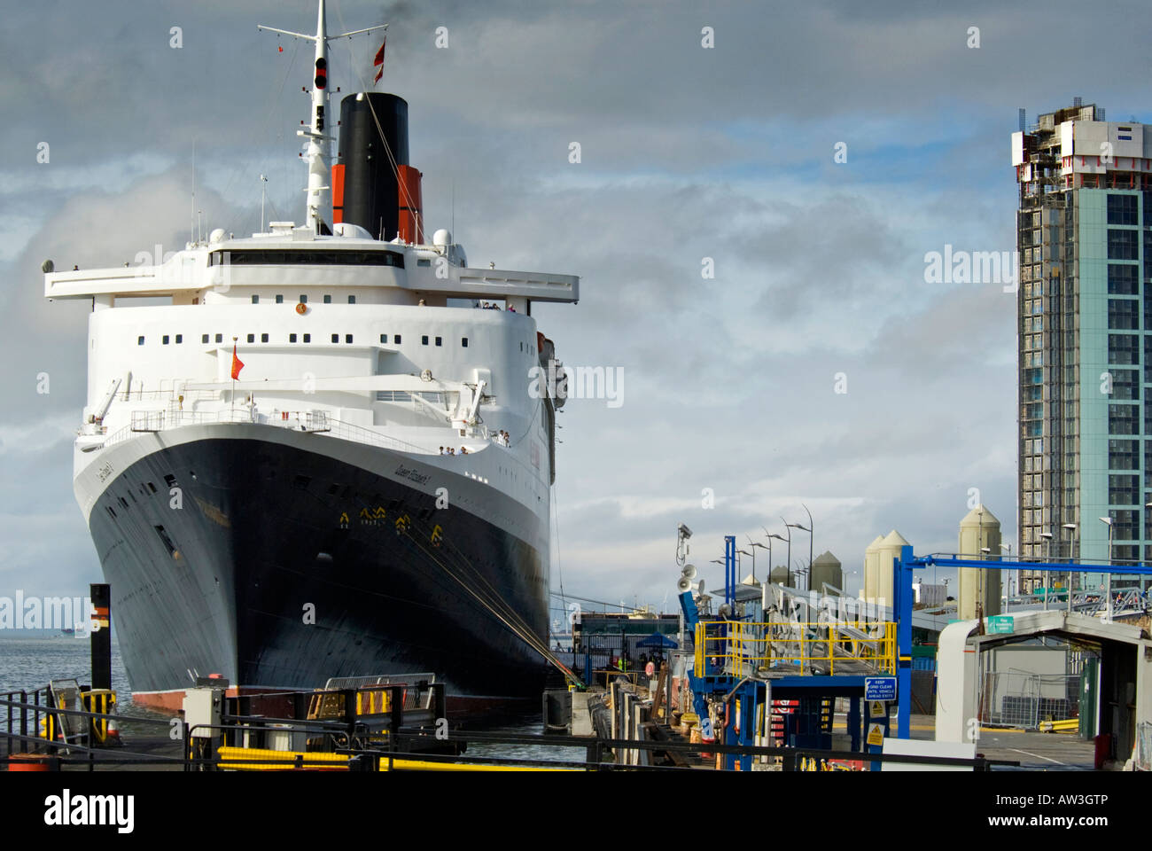 The Cunard liner QE2 berthed at Liverpool. - Stock Image