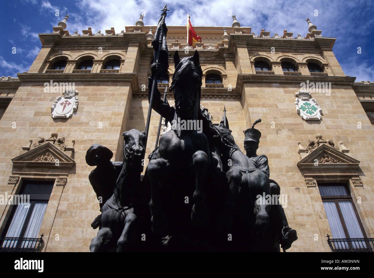 Alcántara Hunters statue and Academia de Caballería VALLADOLID Castile Leon region SPAIN - Stock Image