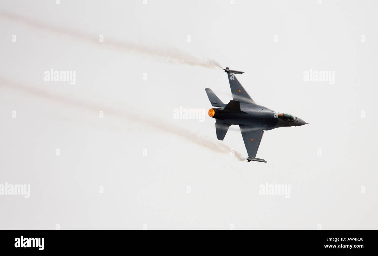 F16 Falcon fighter jet with vapour trail - Stock Image