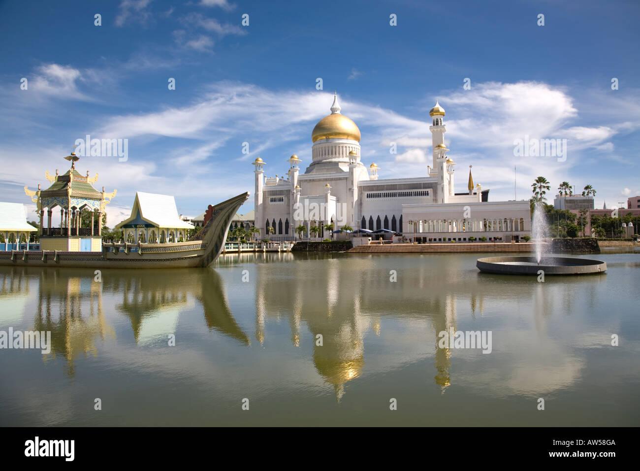 Omar Ali Saifuddien Mosque, Bandar Seri Begawan, Brunei - Stock Image
