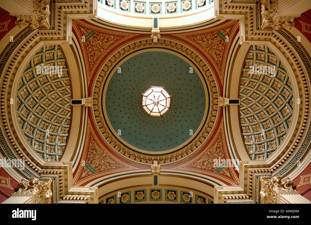 The Ceiling in the main entrance to Leeds Town Hall - Stock Image