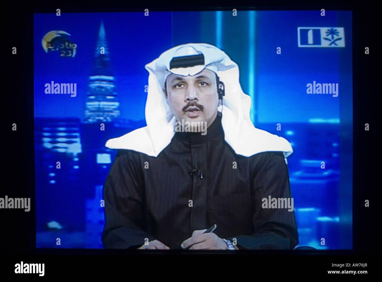 La roja me la trae floja (aqui se viene a odiar)          Te atiende un navarro. - Página 14 Tv-screen-shot-of-a-saudi-newscaster-wearing-a-traditional-keffiyeh-AW76JR