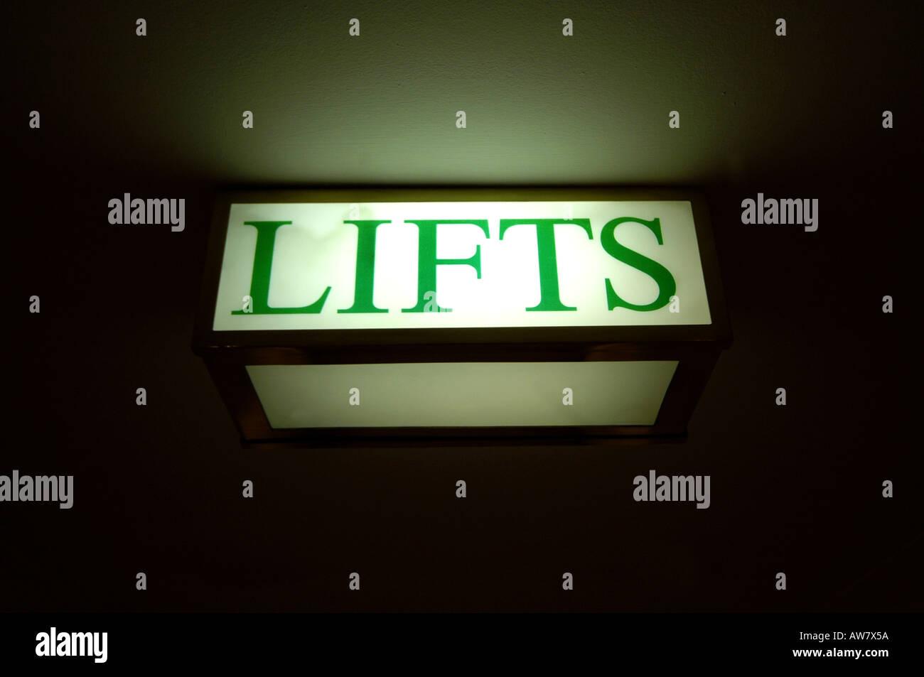 Lift sign in hotel coridoor. - Stock Image