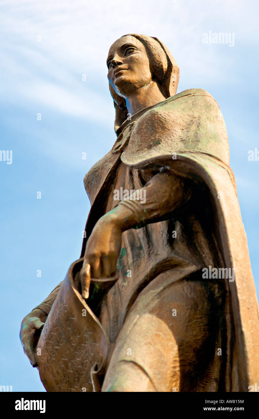 Statue of Lady Wulfruna on western side of St Peter s Collegiate Church Wolverhampton - Stock Image