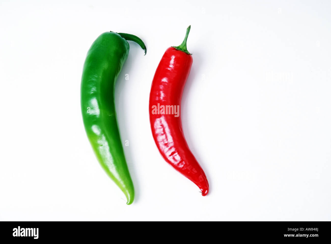 A Green and a Red Chili Gruen und rote Chilischote Stock Photo