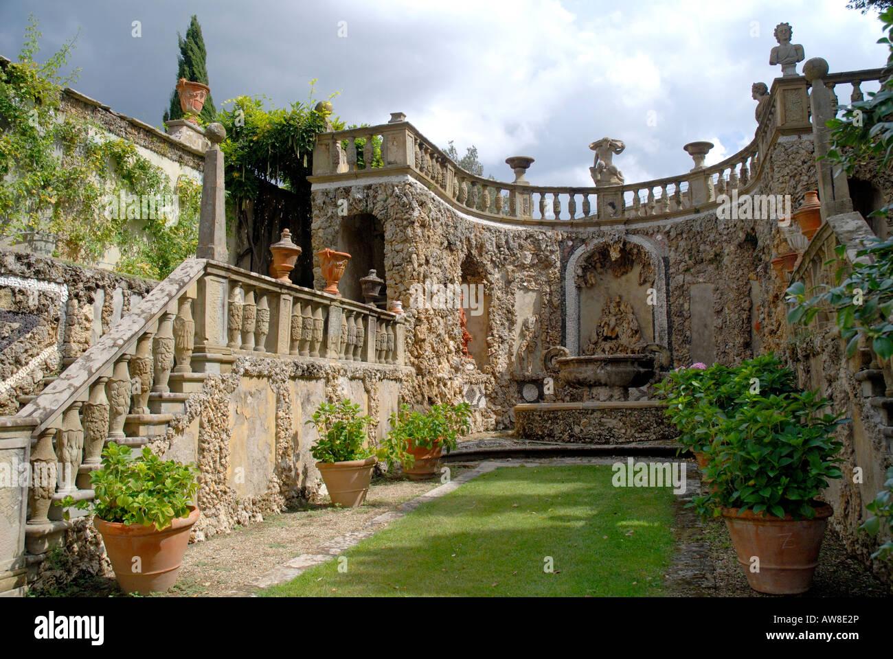 Gardens of the Villa Gamberaia at Settignano, Florence, Tuscany ...