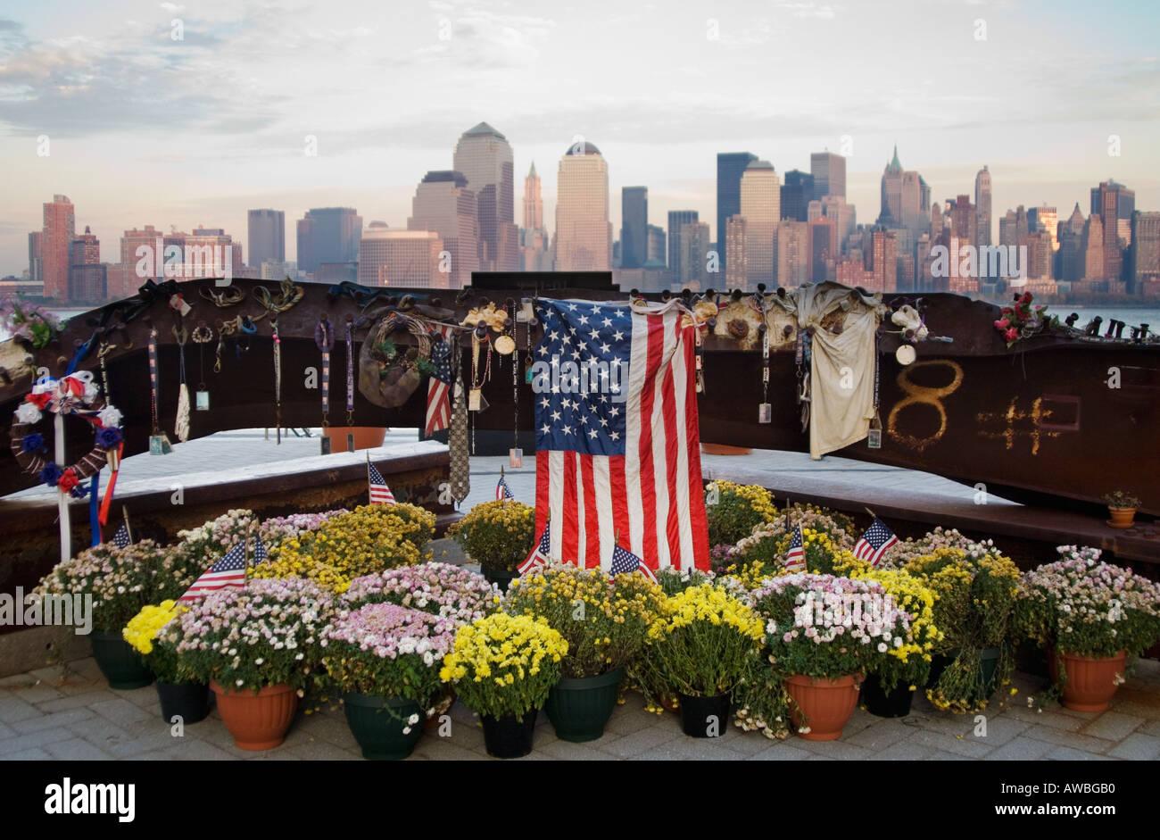 New York skyline with 9 11 memorial NY - Stock Image