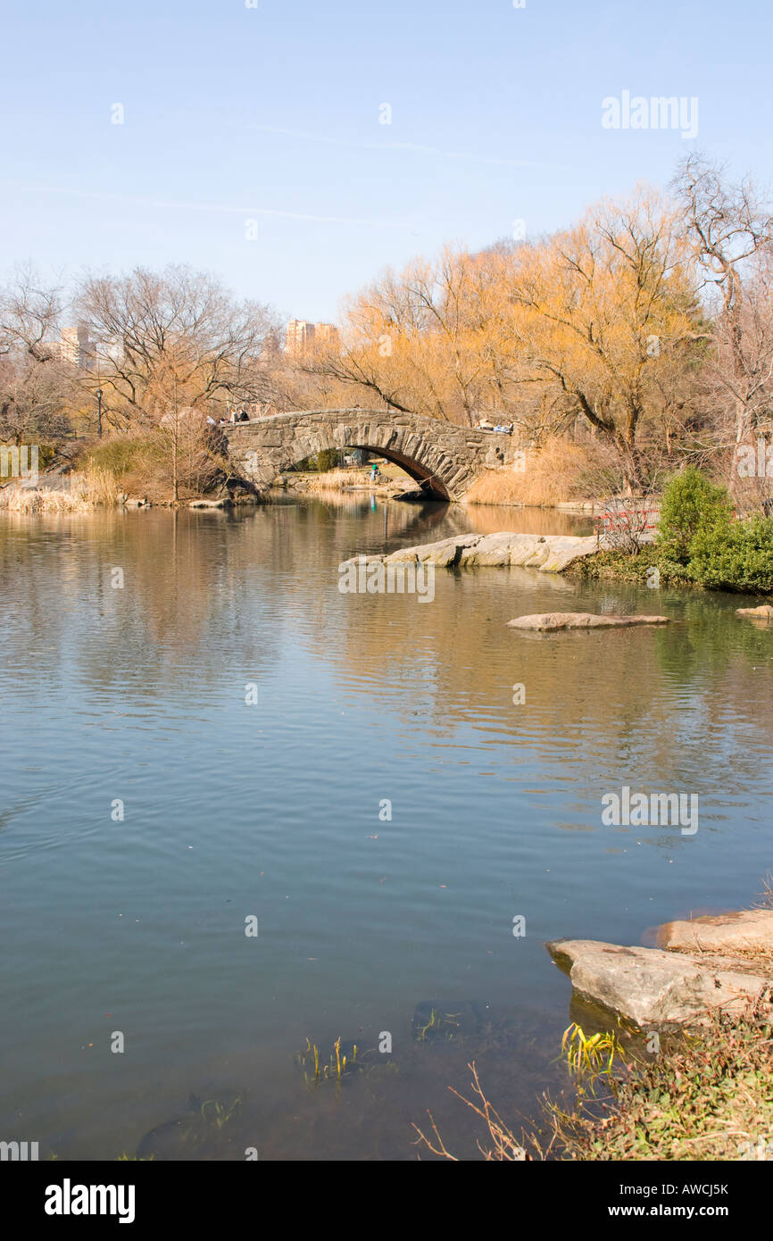 Gapstow Bridge and Pond in Central Park, New York - Stock Image