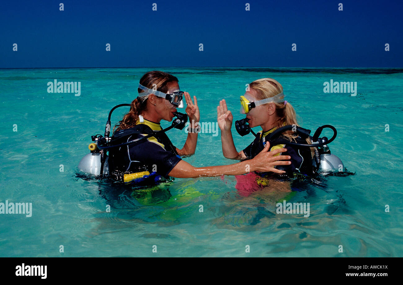 Diving course at Maldives Maldives Indian Ocean Medhufushi Meemu Atoll - Stock Image