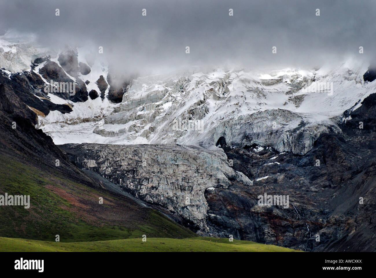 Glacier, between Gyantse and Dangxiong, Tibet - Stock Image