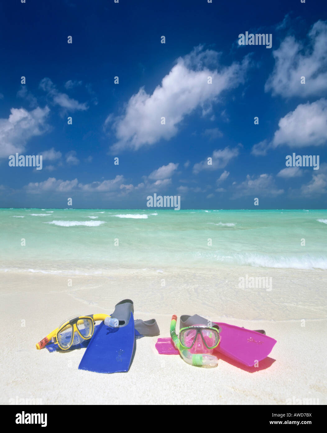 Snorkeling gear, turquoise waters and beach, Maldives, Indian Ocean - Stock Image
